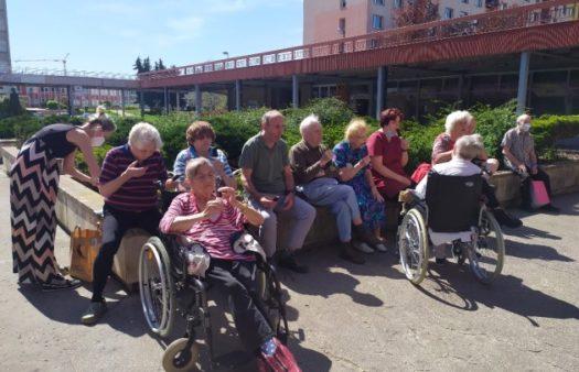 První slunečné dny v SeniorCentru Hradec Králové