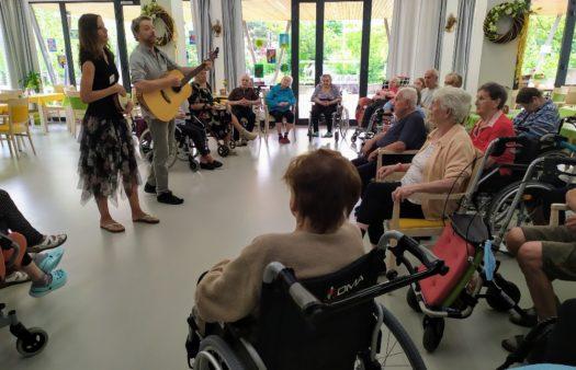 Pátek s písničkou v SeniorCentru Hradec Králové